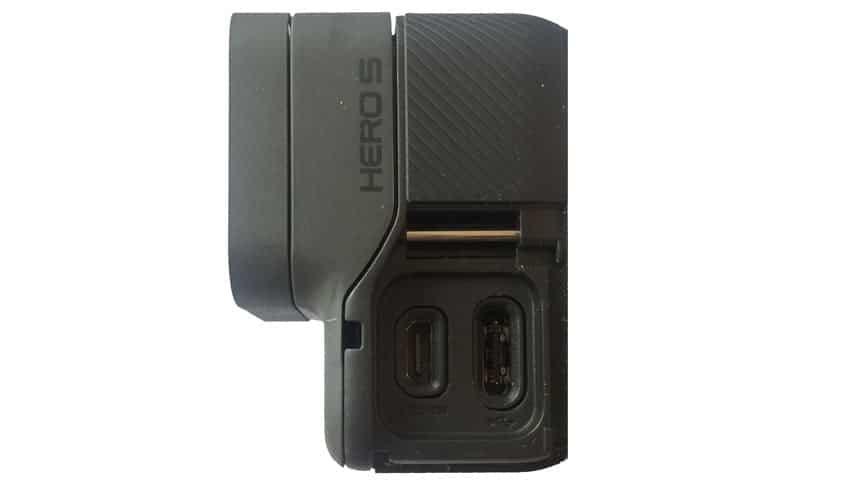 Dónde está el Conector USB en GoPro Hero 5 Black